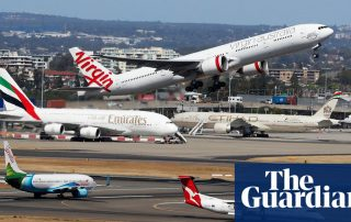 Coronavirus: Australia's top health official says there is 'no current need' to enhance airport screening